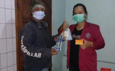Cegah Covid-19, Mahasiswa KKN-T MBKM Unisri Lakukan Pembagian Masker dan Vitamin Gratis di Dusun Masaran, Sragen